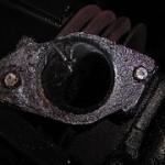 Wie bekommt man abgebrochene Schrauben aus einem Zylinderkopf?